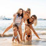 Fotos do ensaio de família documental de Ana, Bia, Davi e Arthur realizado na praia da Urca, Rio de Janeiro, pela fotógrafa premiada Claudia Ruiz.