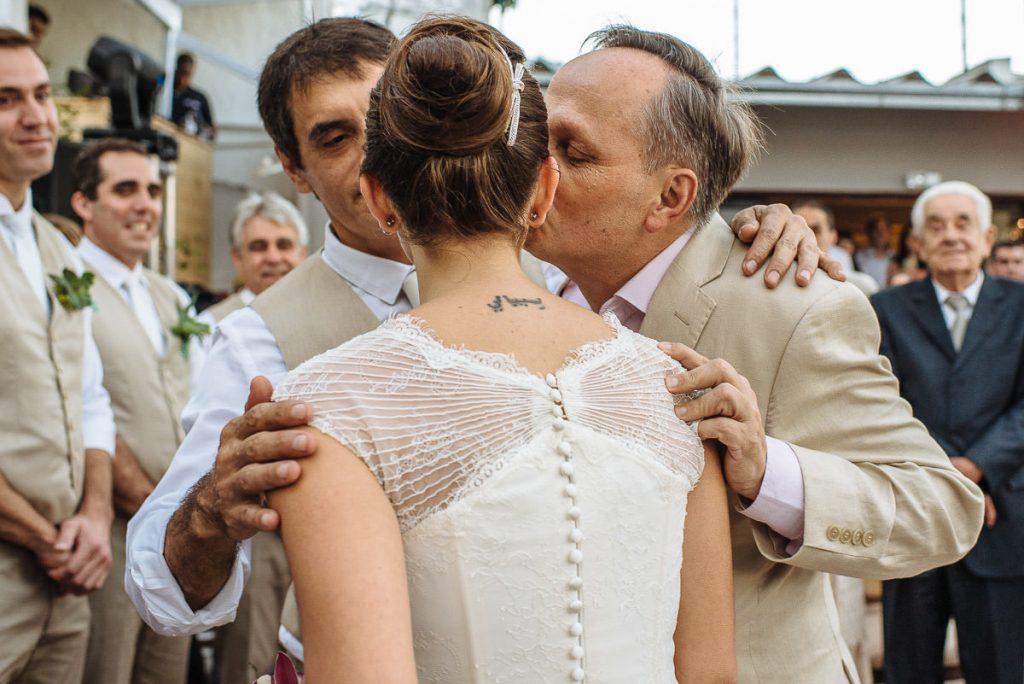 Fotografia de casamento registrada de maneira artística e espontânea. A história do dia mais especial da sua vida pela fotógrafa premiada Claudia Ruiz.